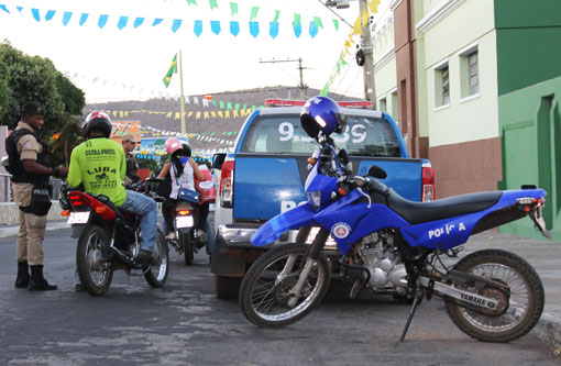 Brumado: Polícia Militar realiza blitz no centro da cidade