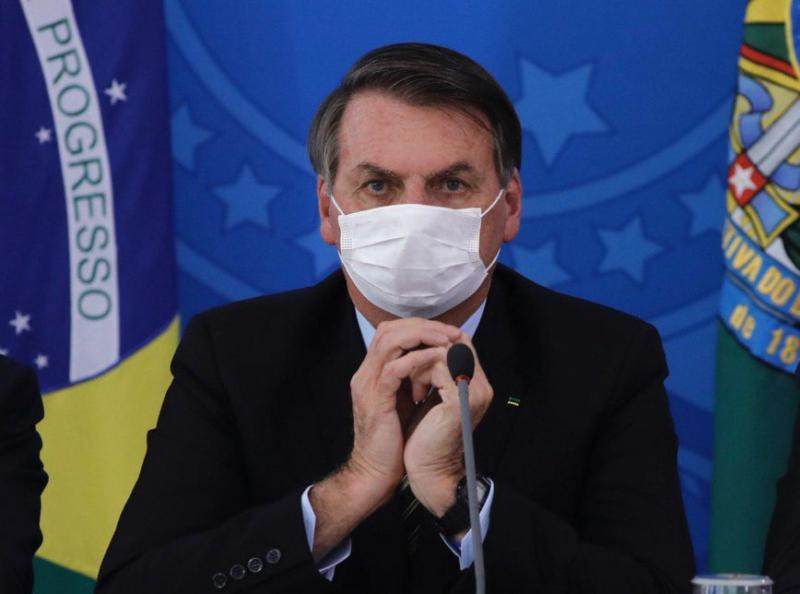 Bolsonaro sanciona lei que obriga uso de máscaras em locais públicos pelo país