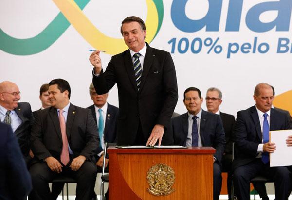 Presidente diz que tem como desafio entregar um Brasil melhor