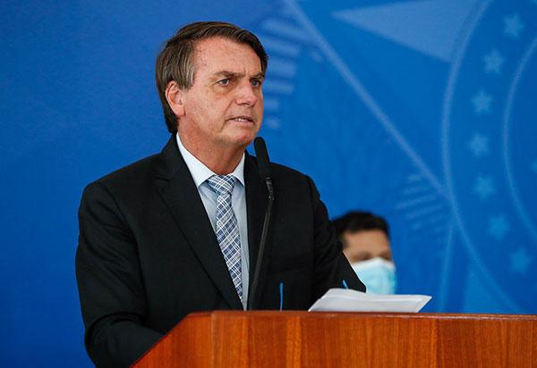 Governo 'joga dentro das quatro linhas' da Constituição, diz Bolsonaro