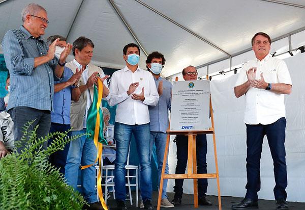 Bolsonaro inaugura novo trecho da BR-135 no Oeste da Bahia