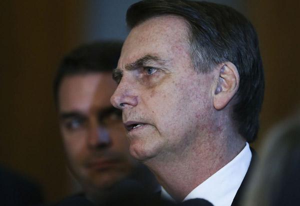 Ao lado de Toffoli, Bolsonaro pede união entre Poderes para governar