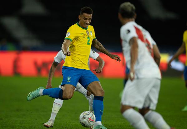 Brasil enfrenta o Peru pelas Eliminatórias da Copa