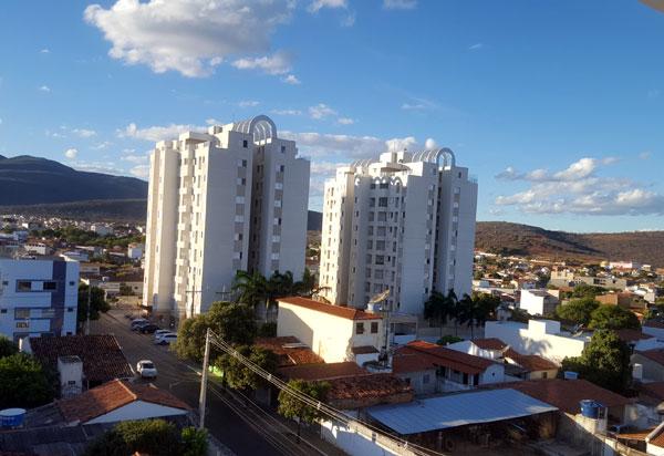"""Covid-19: Sesab recomenda não viajar para 32 cidades baianas nas quais foram detectadas variantes de """"Manaus"""" e do """"Reino Unido"""" Brumado está na lista"""