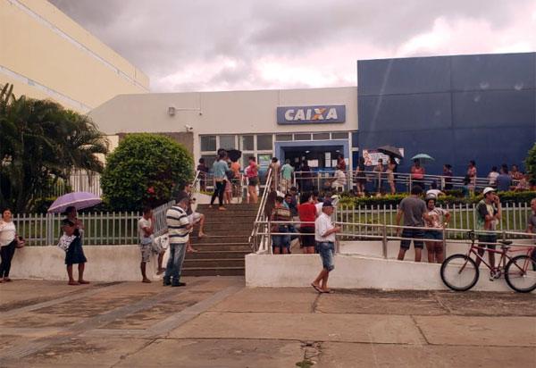 Caixa abre agências hoje para beneficiários do auxílio emergencial