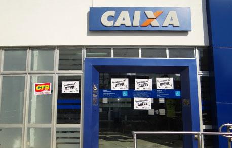FUNCIONÁRIOS DA CAIXA ENCERRAM À GREVE