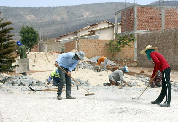 Brumado: mais de 130 vias são beneficiadas com obras de Infraestrutura