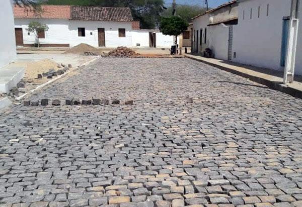 Brumado: obras de pavimentação estão em execução no distrito de Itaquaraí