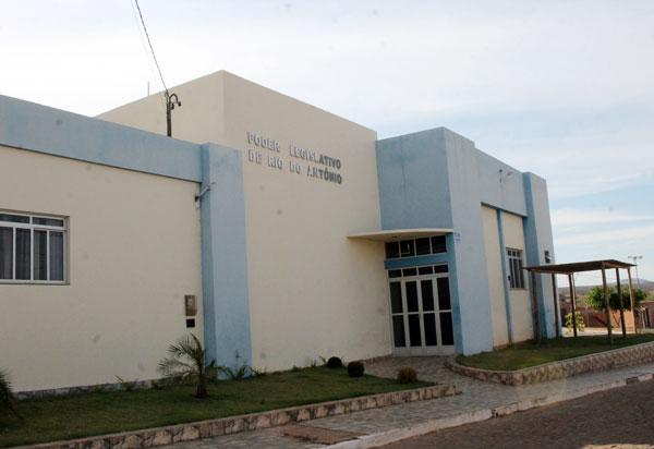 Rio do Antônio: Projeto de lei tenta equiparar salários de vereadores e secretários ao dos professores