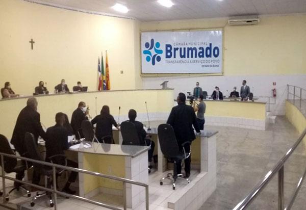 Após intenso debate, Moção de Repúdio ao prefeito Eduardo Vasconcelos é aprovada por maioria dos vereadores