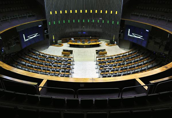 Mais de 8 mil candidatos concorrem a uma vaga na Câmara dos Deputados