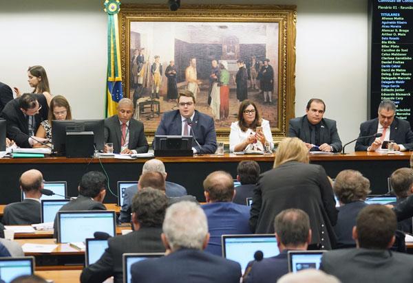 CCJ aprova parecer que considera constitucional a reforma da Previdência