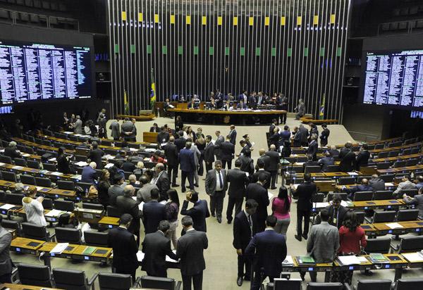 Câmara dos Deputados aprova permissão para municípios estourarem limite de gastos com pessoal