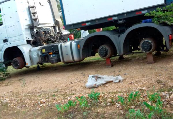 Assaltantes amarram motorista de empresa de Brumado e roubam pneus do caminhão em Oliveira dos Brejinhos