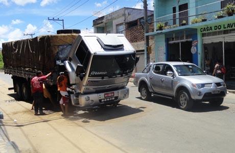 BDO: CAMINHÃO QUEBRADO CAUSA TRANSTORNOS NO CENTRO