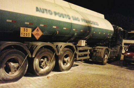 Brumado: Indivíduos tentam incendiar caminhão tanque em protesto a morte de bandido