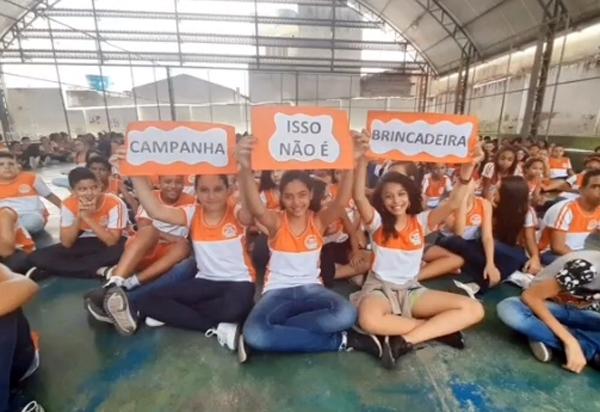 Alunos da Escola Clarice Moraes aderem ao movimento 'Isso não é brincadeira'