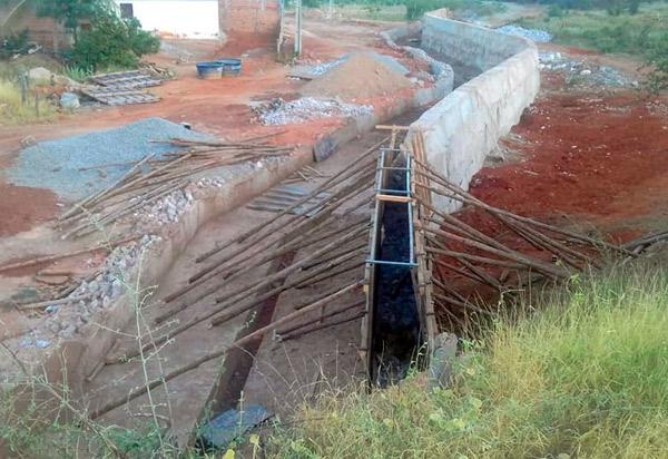Brumado: prefeitura está construindo canal em riacho na comunidade Lagoa Funda