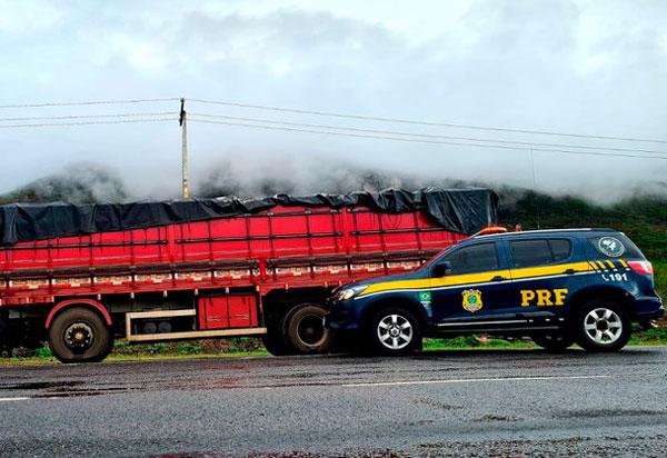 Em Jequié (BA), PRF apreende 25 toneladas de farinha de trigo por sonegação fiscal