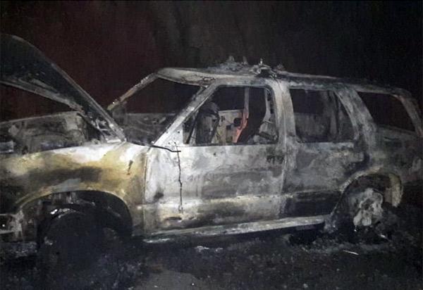 Carro de empresa funerária pega fogo e fica completamente destruído na BA-148