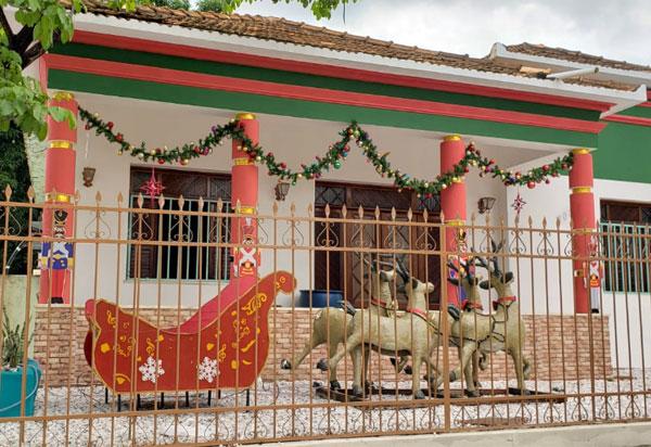Brumado: Kezinha Produções trabalha em projeto de decoração e paisagismo da Casa do Papai Noel