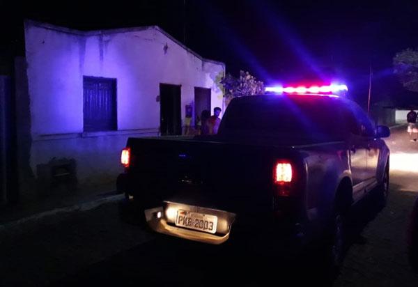 Casa pega fogo em Livramento e populares se unem para tentar conter as chamas