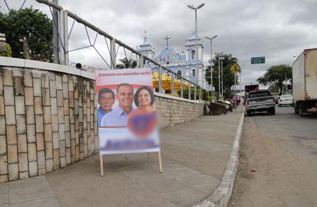 BRUMADO: JUSTIÇA PROÍBE CAVALETES DE CAMPANHA