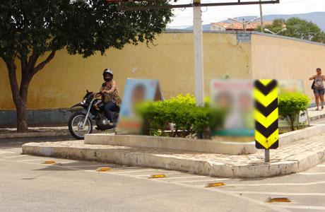 BRUMADO: CAVALETES SÃO DEVOLVIDOS AOS CANDIDATOS