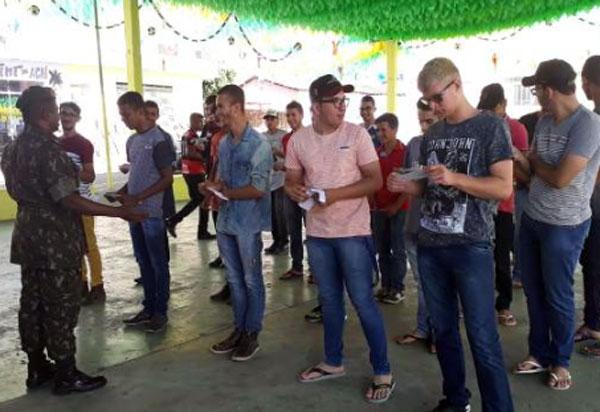 Malhada de Pedras: Tiro de Guerra entregou Certificado de Dispensa de Incorporação a jovens do município