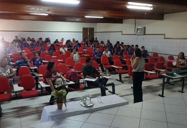 Cejusc palestra no Colégio Estadual de Brumado (CEB)