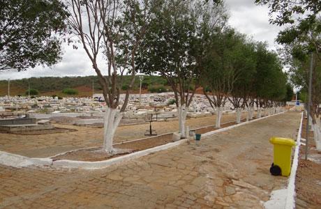 Brumado: Cemitérios preparados para o dia de finados
