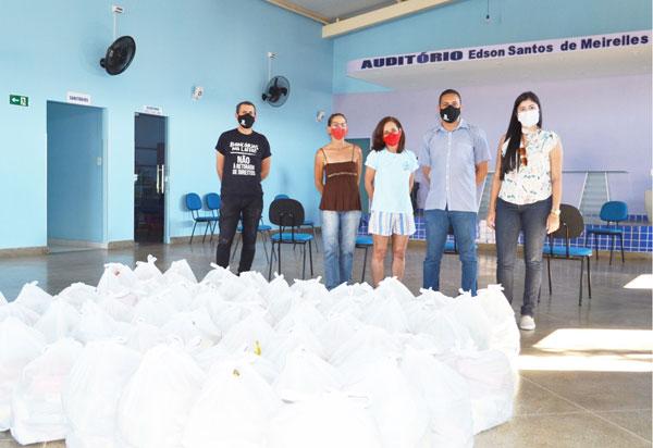 120 cestas básicas são doadas em Brumado e Livramento de N. Senhora
