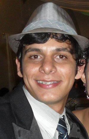 Jovem estudante brumadense morto na porta de residência da UFBA é enterrado