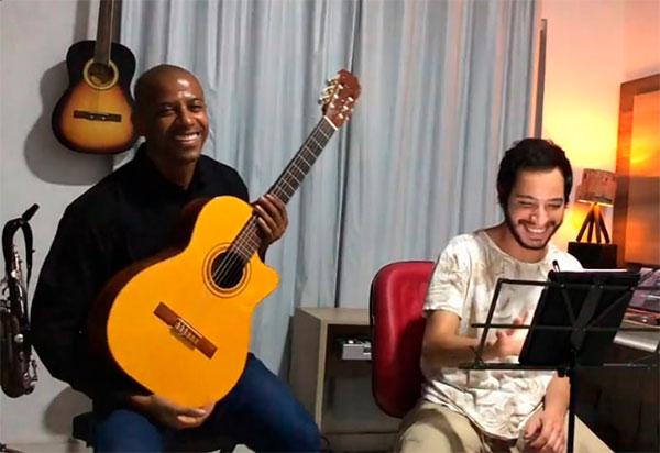 Músico brumadense Chiquinho Amorim conquista premiação no Festival on-line 'Varanda dos Festivaleiros'