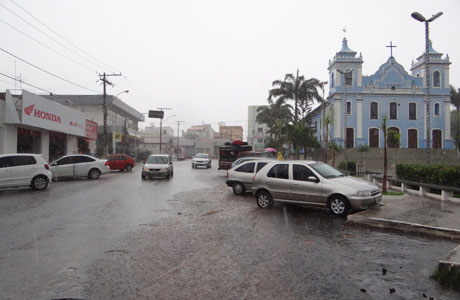 Chuva com mais alagamentos em Brumado nesta sexta-feira (20)