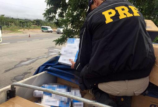 PRF apreende carga de 330 mil cigarros contrabandeados em Vitória da Conquista/BA