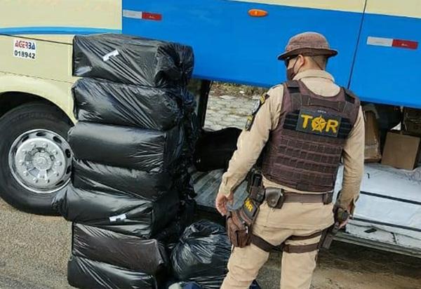 BR-030: PRE apreende cigarros contrabandeados em ônibus e suspeito do crime é preso