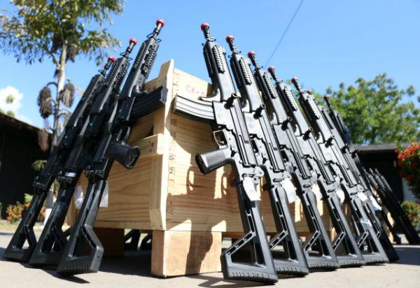 Polícia Civil recebe 200 novos fuzis e espingardas