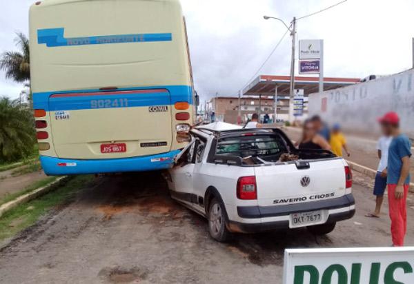 Ônibus da Novo Horizonte quebra, local não é sinalizado e resulta em acidente em Tanhaçu