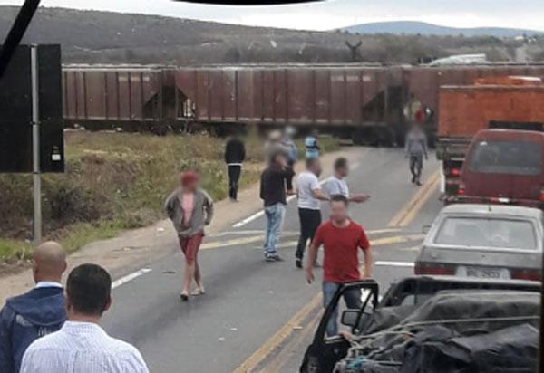 Brumado: Trem atinge carreta na passagem da linha férrea na BR-030