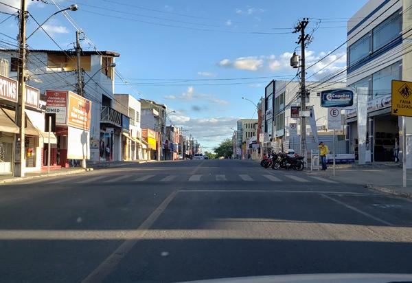 Brumado: Prefeitura suspende decretos e comércio não essencial será fechado