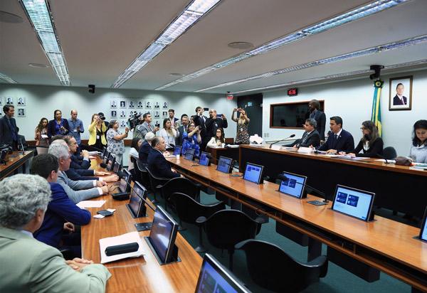 Comissão da Câmara dos Deputados especial aprova foro privilegiado apenas para os chefes dos três Poderes da União