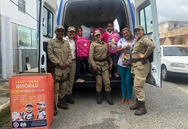 Crianças de Conquista recebem 300 kits de material escolar