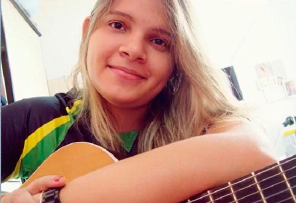 Aos 26 anos, morre cantora e compositora Lanna Rizzi por complicações da Covid-19