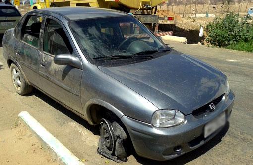Carro tomando de assalto em Brumado foi utilizado por bandidos em ação em cidades da região