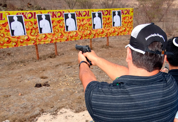 Na Bahia, procura por cursos de iniciação ao tiro esportivo subiu 20% após eleições