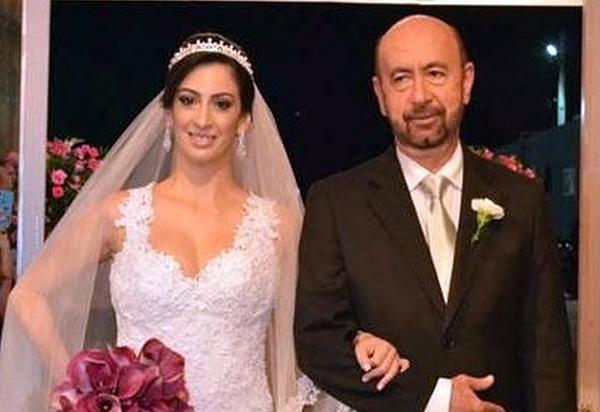 Baiana de 31 anos é vacinada contra Covid-19 nos EUA no mesmo dia do pai brumadense, que tem 62, em Salvador