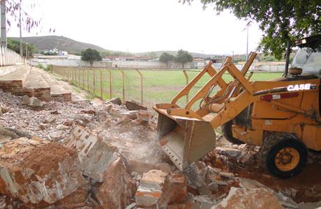 ESTÁDIO DOS PRAZERES: RECONSTRUÇÃO É INICIADA