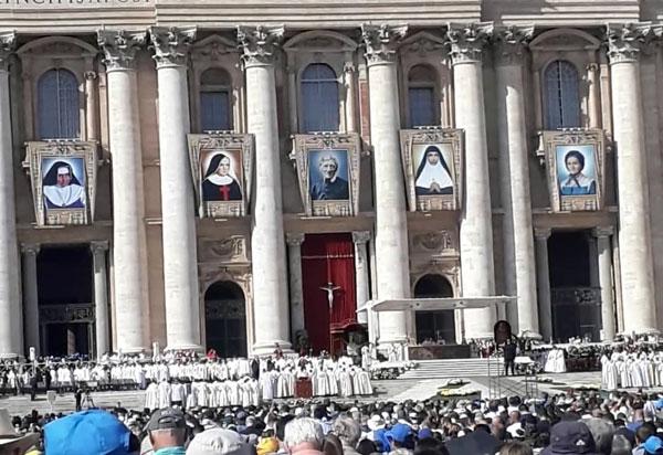 Empresária brumadense participa da cerimônia de canonização da Santa Dulce dos Pobres, em Roma