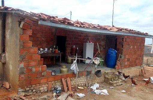 Aracatu: Chuva de granizo e ventos fortes causam destruição